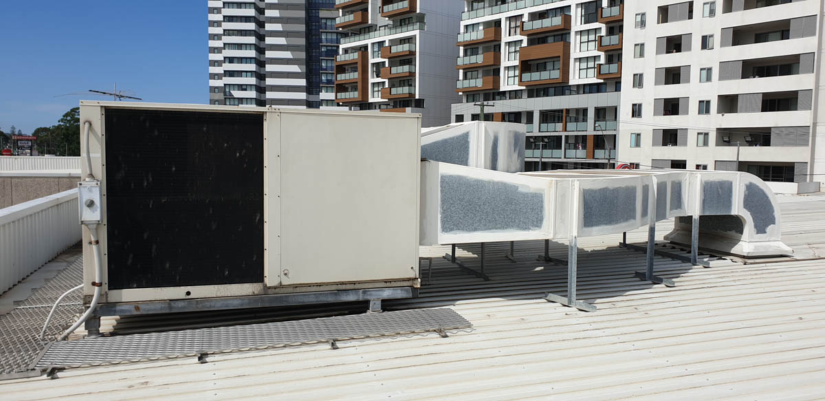 Automotive Outlet – Rooftop Unit 20 Year Old